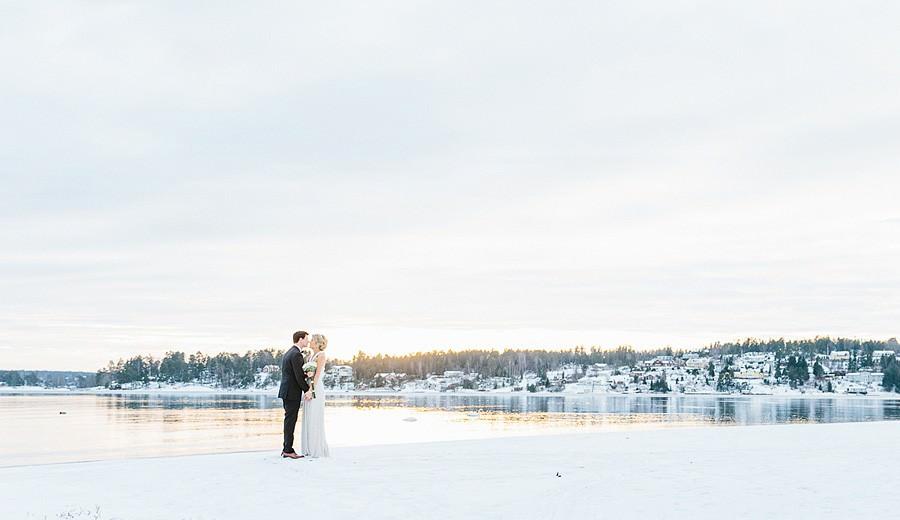 Nyårsbröllop i Österåker, Åkersberga. Underbart vinterbröllop i Stockholmsskärgård på båten Rödlöga.